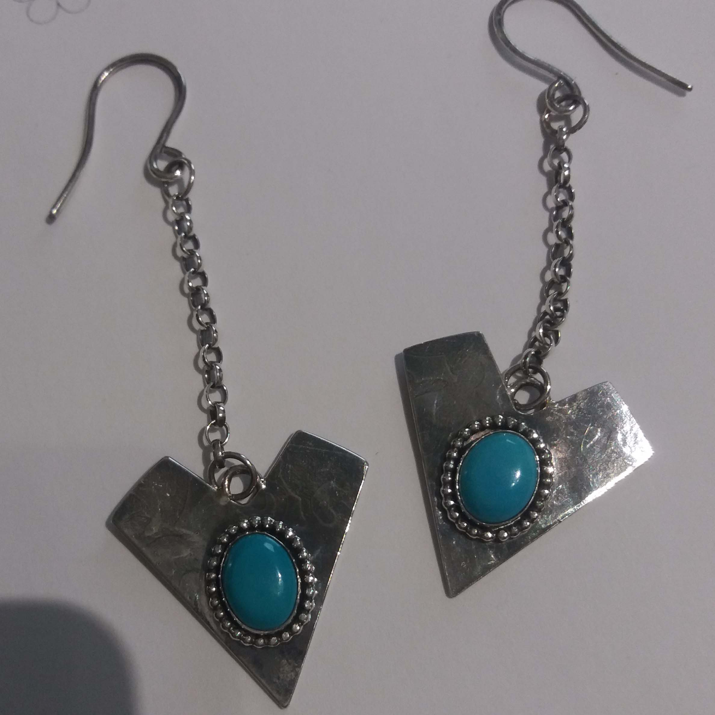 Arrow Design Embossed Chain Drop Earrings With Turquoise Cabochons