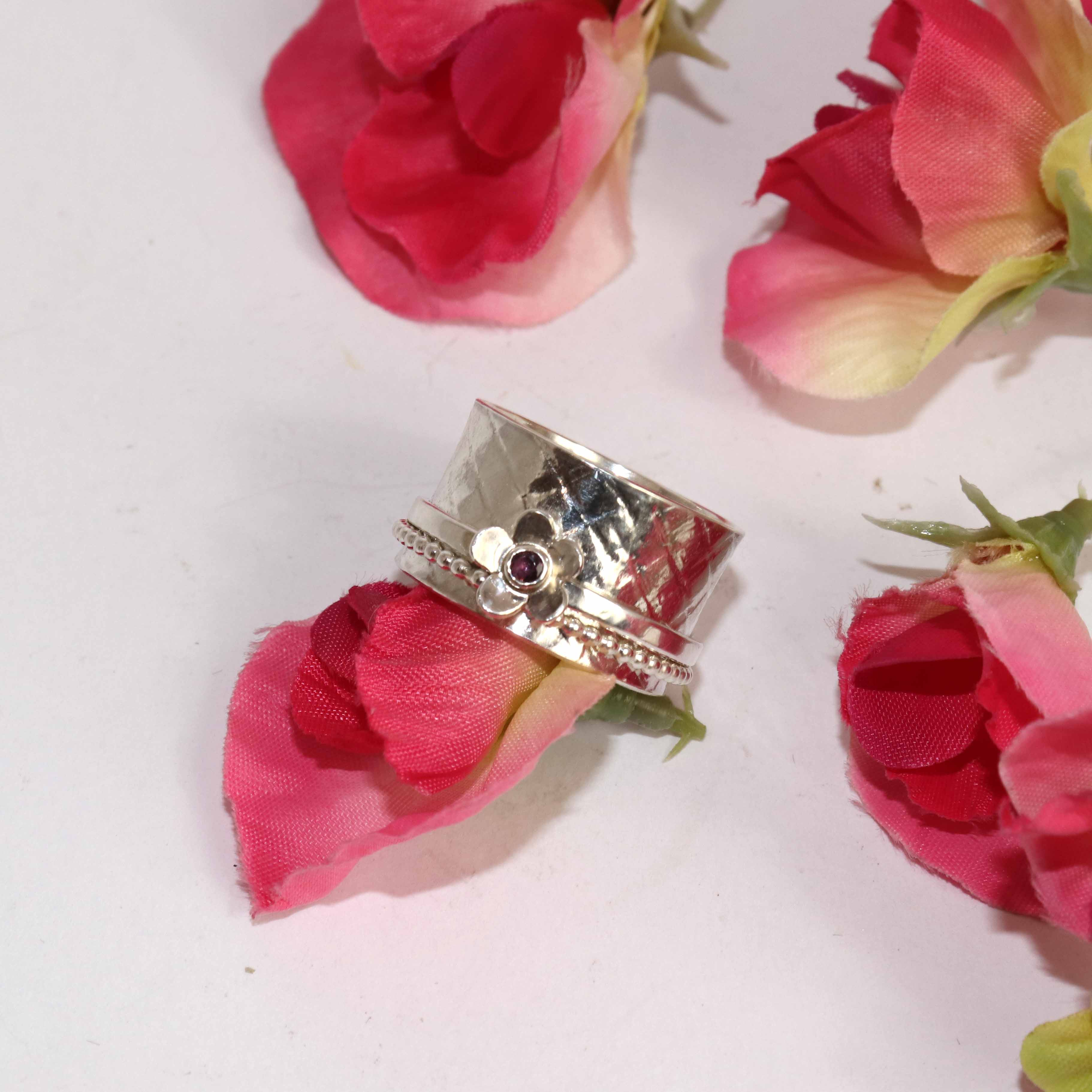 Double Band Spinner Ring With Ruby Flower