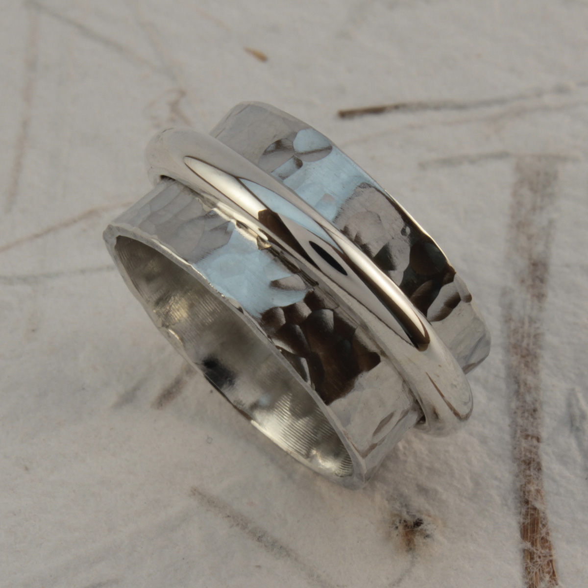 Spinner Ring With Single Spinning Band